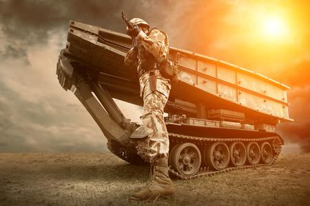 Photo pour Military tank and soldier outdoors. - image libre de droit
