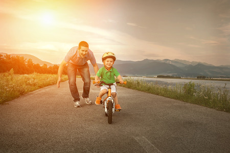 Photo pour Happiness Father and son on the bicycle outdoor - image libre de droit