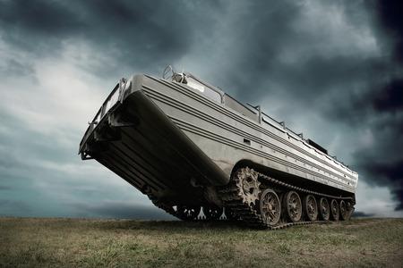 Photo pour Military tank under sky - image libre de droit