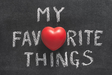 Photo pour my favorite things phrase handwritten on blackboard with heart symbol instead of O - image libre de droit