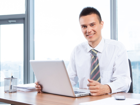 Photo pour young businessman working in the Office with laptop - image libre de droit