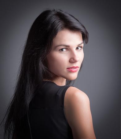Photo pour Stylish young woman looking at camera. - image libre de droit