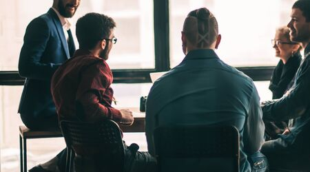 Foto de multinational business team brainstorms in the workplace in a mo - Imagen libre de derechos