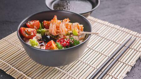 Photo pour Fried rice with vegetables, beans and shrimp. Asian food. Copy space - image libre de droit