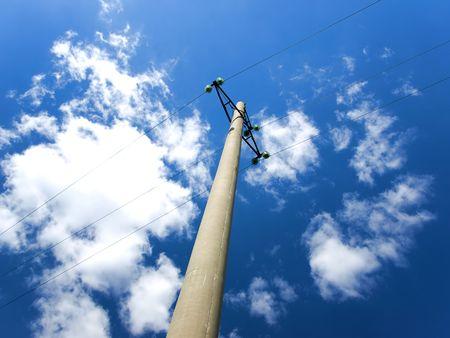 Photo pour Concrete pole with power lines and insulators - image libre de droit