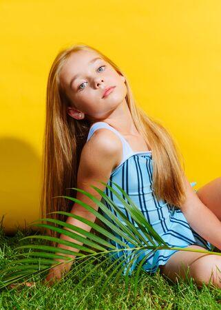 Photo pour portrait of little model girl in studio - image libre de droit
