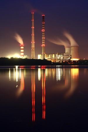 Photo pour Power station by night - image libre de droit