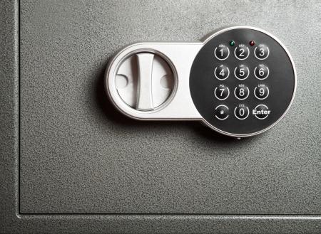 Photo pour Close-up to steel safe door with electronic combinational lock - image libre de droit