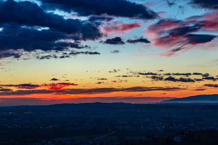 Photo pour Winter sunset in the vineyard of Savorgnano, Friuli Venezia-Giulia, Italy - image libre de droit
