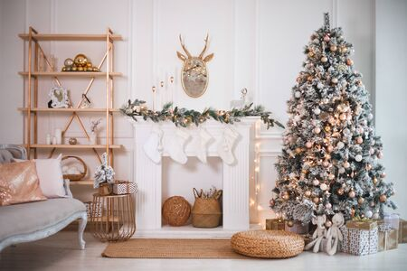 Photo pour Christmas tree with presents underneath in living room - image libre de droit