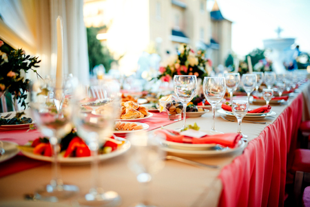 Photo pour Beautiful wedding day ceremony set up. Outdoor. Served table in a restaurant. - image libre de droit