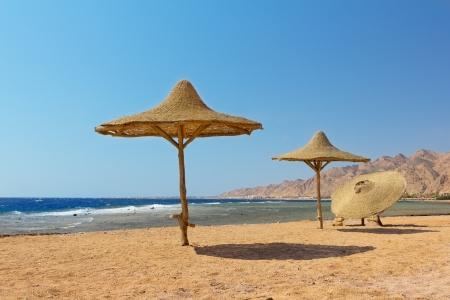 Photo pour Deserted beach.Red sea.Dahab,Egypt. - image libre de droit