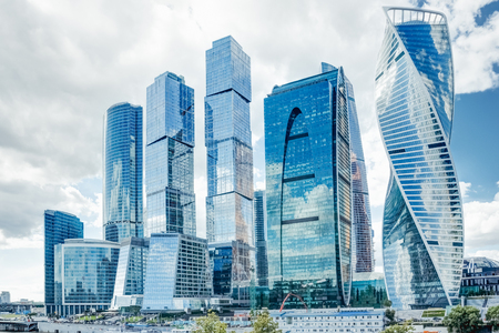 Photo pour Shopping business center in Moscow city of skyscrapers against the background of a summer cloudy sky - image libre de droit