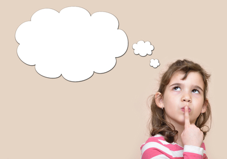 Foto de Thoughtful young girl with an empty thought bubble - Imagen libre de derechos