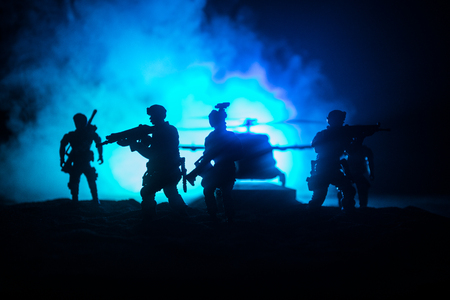 Foto de Artwork decoration. Soldiers in the desert during the military operation with combat helicopter or Helicopter assault special forces. Selective focus - Imagen libre de derechos