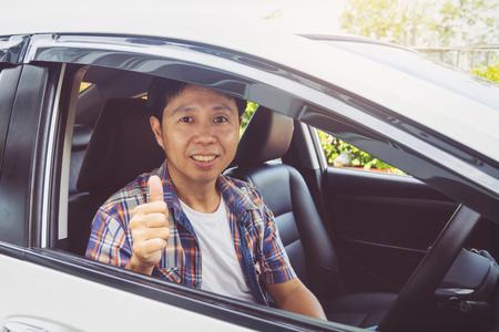Foto de Asia man smile happy and drive car - Imagen libre de derechos