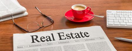 Foto de A newspaper on a wooden desk - Real Estate - Imagen libre de derechos