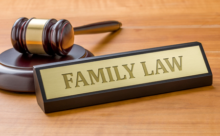 Photo pour A gavel and a name plate with the engraving Family law - image libre de droit