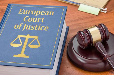 Foto de A law book with a gavel - ECJ - Imagen libre de derechos