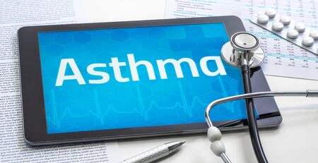 Photo pour The word Asthma on the display of a tablet - image libre de droit