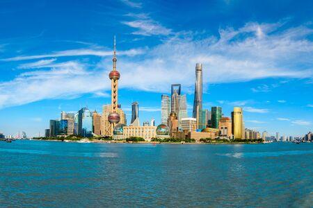 Photo pour Shanghai famous landmark architectural landscape - image libre de droit
