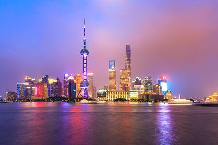 Photo pour Night city landscape and colorful lights in Shanghai - image libre de droit