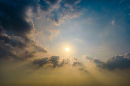 Photo pour Beautiful sky and colorful clouds at dusk - image libre de droit