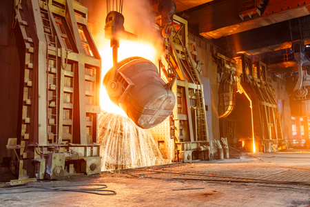 Photo pour Blast furnace smelting liquid steel in steel mills - image libre de droit