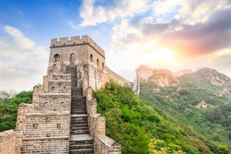 Foto de Great Wall of China at the jinshanling section,sunset natural landscape - Imagen libre de derechos