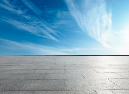 Photo pour empty square floor and blue sky with white clouds in the daytime - image libre de droit