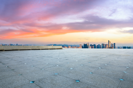 Foto de Empty floor and city skyline at sunrise in hangzhou,high angle view - Imagen libre de derechos