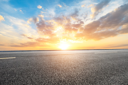 Photo pour Empty road and sky nature landscape - image libre de droit