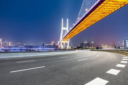 Photo pour Shanghai Nanpu bridge and asphalt road scenery at night,China - image libre de droit