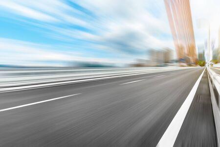 Photo pour Fast moving asphalt road and bridge background. - image libre de droit