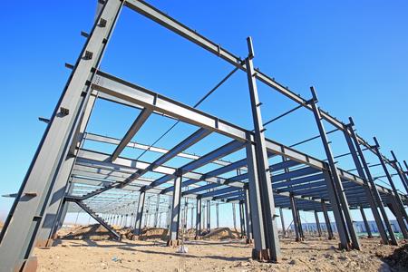 Photo pour In the construction site, steel structure is under construction - image libre de droit