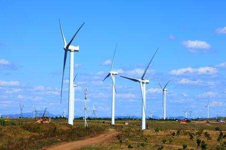 Photo pour Wind turbines are on the grassland - image libre de droit