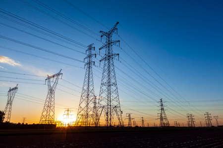 Photo pour The silhouette of pylon, the pylon in the evening - image libre de droit
