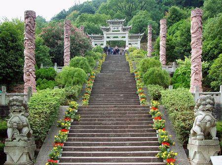 Zhejiang Qiandao Lake has beautiful scenery and landscape, dotted island. One of the Longshan Island, a very beautiful natural scenery along the stone steps on the Peak, overlooks Lake, Qiandao Lake and enjoy beautiful scenery.