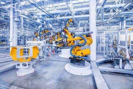 Foto für robotic arms in a car plant - Lizenzfreies Bild