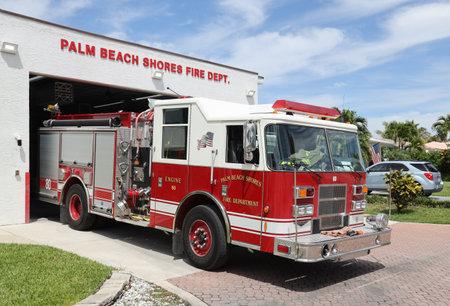 Foto für PALM BEACH GARDENS, FLORIDA - MARCH 30, 2019: Palm Beach Gardens fire department truck. - Lizenzfreies Bild