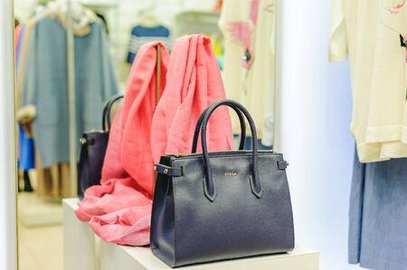 Photo pour Russia, Novosibirsk - April 25, 2018: interior of women's clothing and accessories store boutique EMPORIO / FURLA handbags ladies bags - image libre de droit
