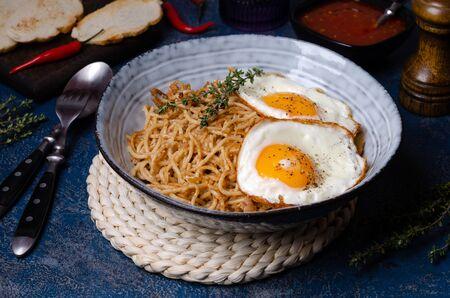 Foto für Wholegrain pasta with minced meat and fried eggs. Selective focus. - Lizenzfreies Bild