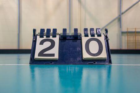 Photo pour Score board inside the gym on the floor shows result 2:0 - image libre de droit