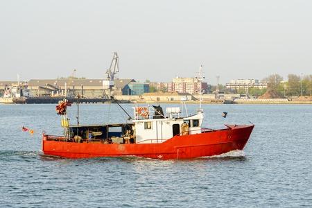 Foto de A small fishing trawler returns to the harbour - Imagen libre de derechos