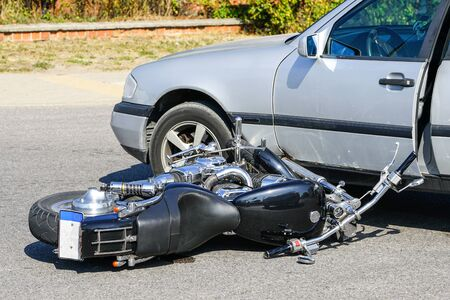 Photo pour traffic accident, motorcycle collision with a car on city street, overturned motorcycle - image libre de droit