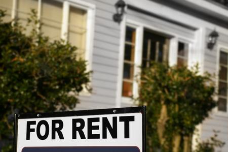 Photo pour House  with For Rent sign in front - image libre de droit