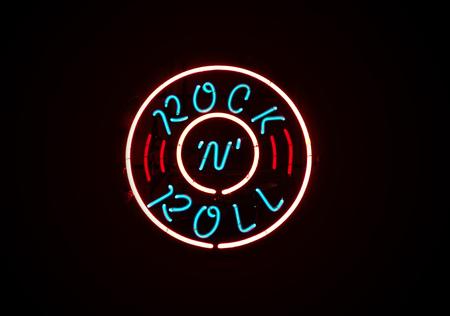 Foto de Rock n Roll neon sign on dark background - Imagen libre de derechos
