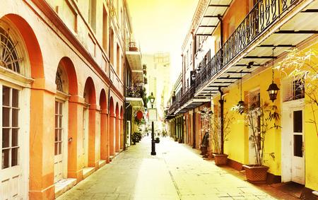 Foto de A quiet street in New Orleans French Quarter - Imagen libre de derechos