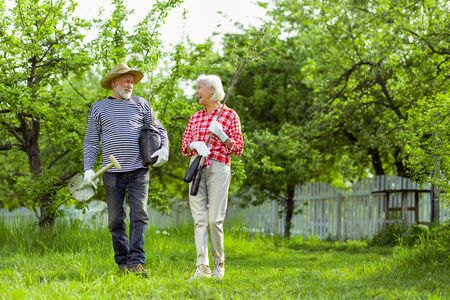Photo pour Ready for planting. Couple of retired pensioners ready for planting trees in their garden - image libre de droit