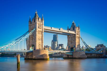 Photo pour Tower bridge at sunrise with clear blue sky, London, UK - image libre de droit